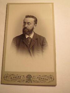 Achern-Baden-Herr-O-Wich-als-Mann-mit-Zwicker-Portrait-CDV