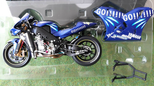 MOTO GP YAMAHA YZR-M1 Norick ABE 2004 # 17 Gauloises o 1/12 Minichamps 122043017