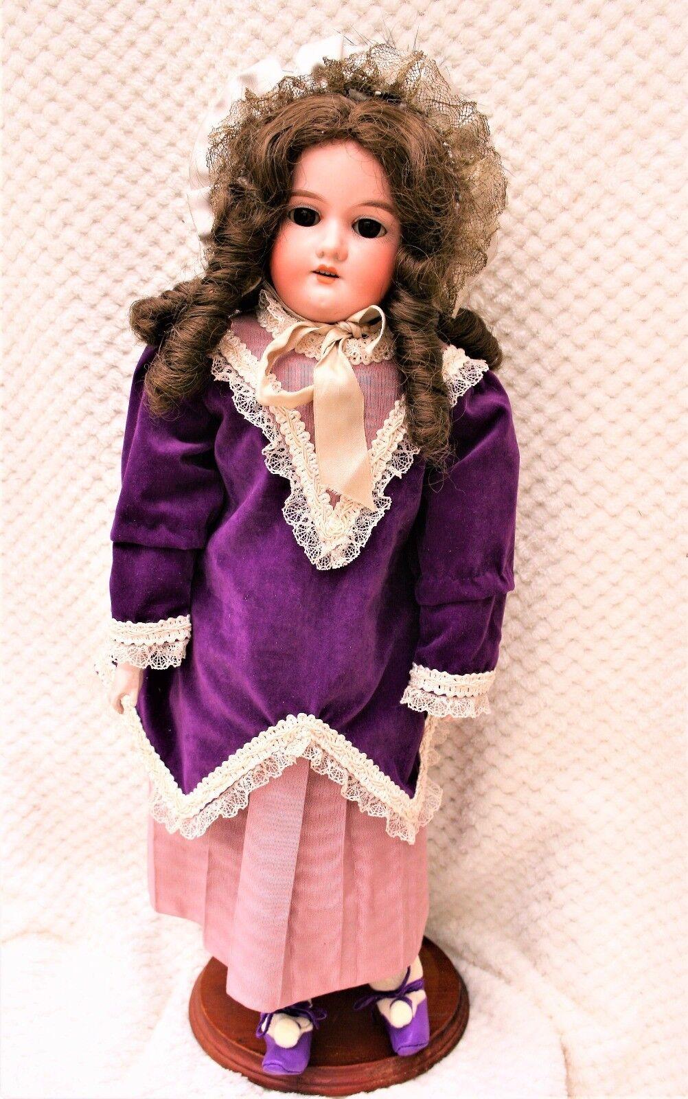 Jolie poupée ancienne de mode tête porcelaine corps peau 55 cm