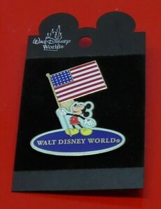 WDW-Disney-Pin-Badge-Mickey-Mouse-with-USA-Stars-amp-Stripes-Flag-on-Backing-Card