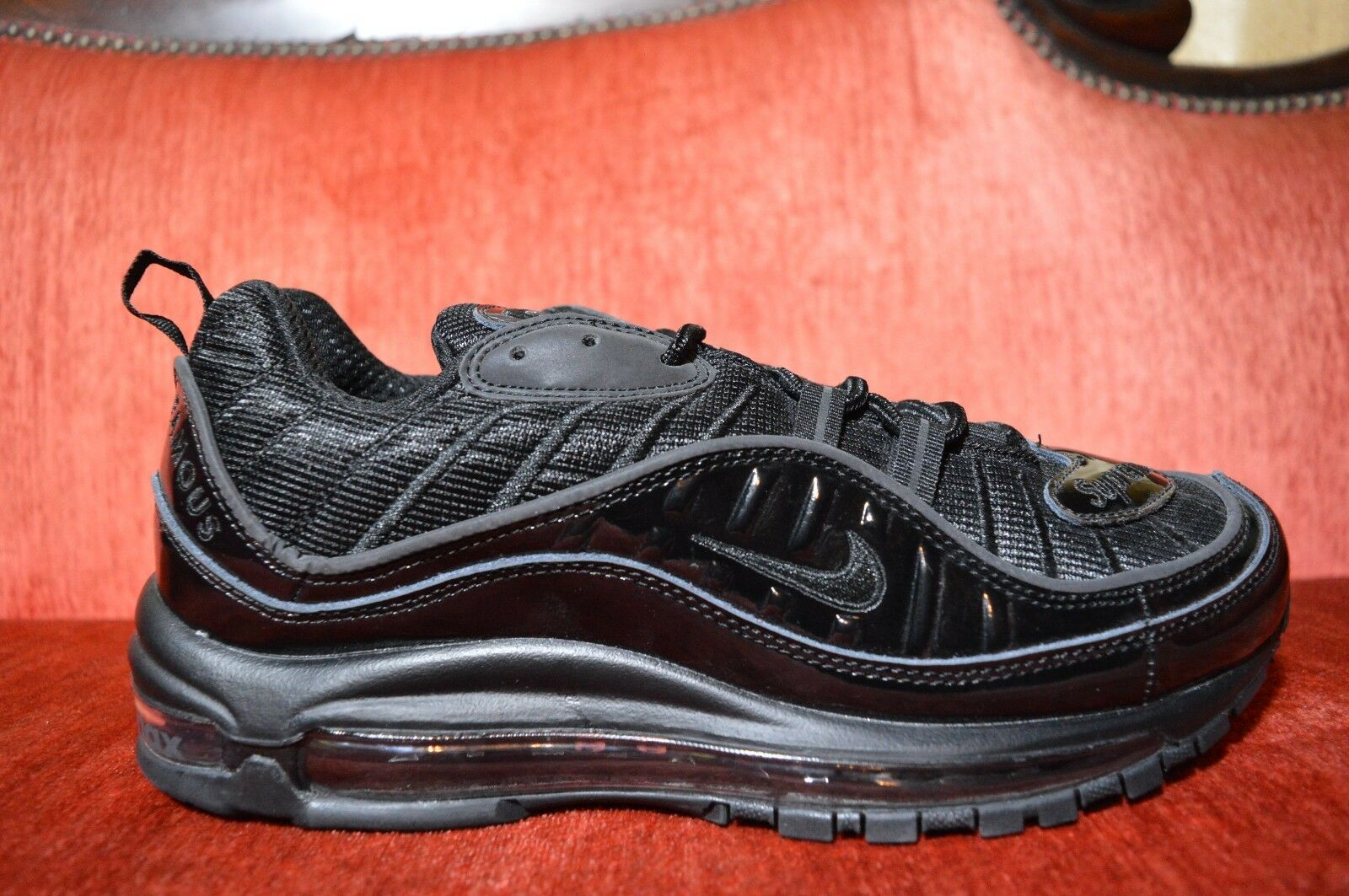 WORN ONCE Nike Supreme Air Max 98 Black 844694 001 Size 10 Red White Blue