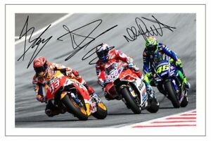 VALENTINO-ROSSI-MARC-MARQUEZ-ANDREA-amp-DOVIZIOSO-SIGNED-6X4-PHOTO-PRINT-MOTO-GP