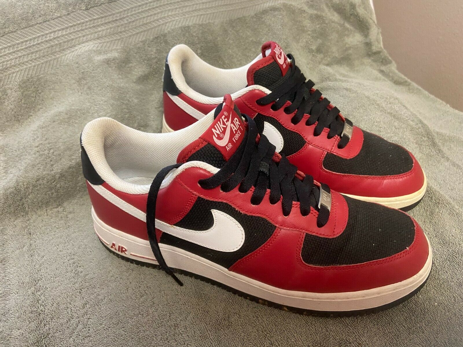 NIKE Air Force 1 Rare '82 Low Top Shoes Sz 11 Varsity Red White Black 315122-600