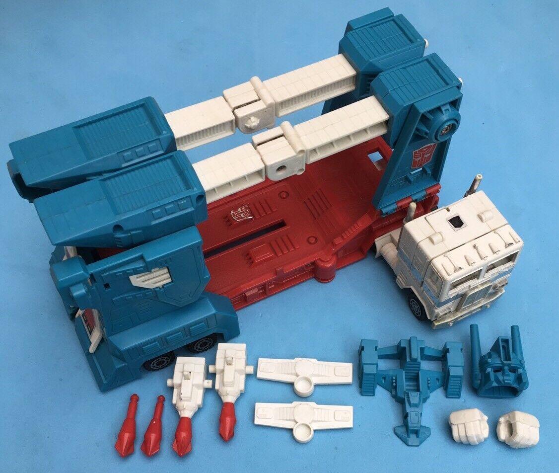 -- G1 Transformers - Autobot Leader Ultra Magnus - w\ Trailer Near Complete --