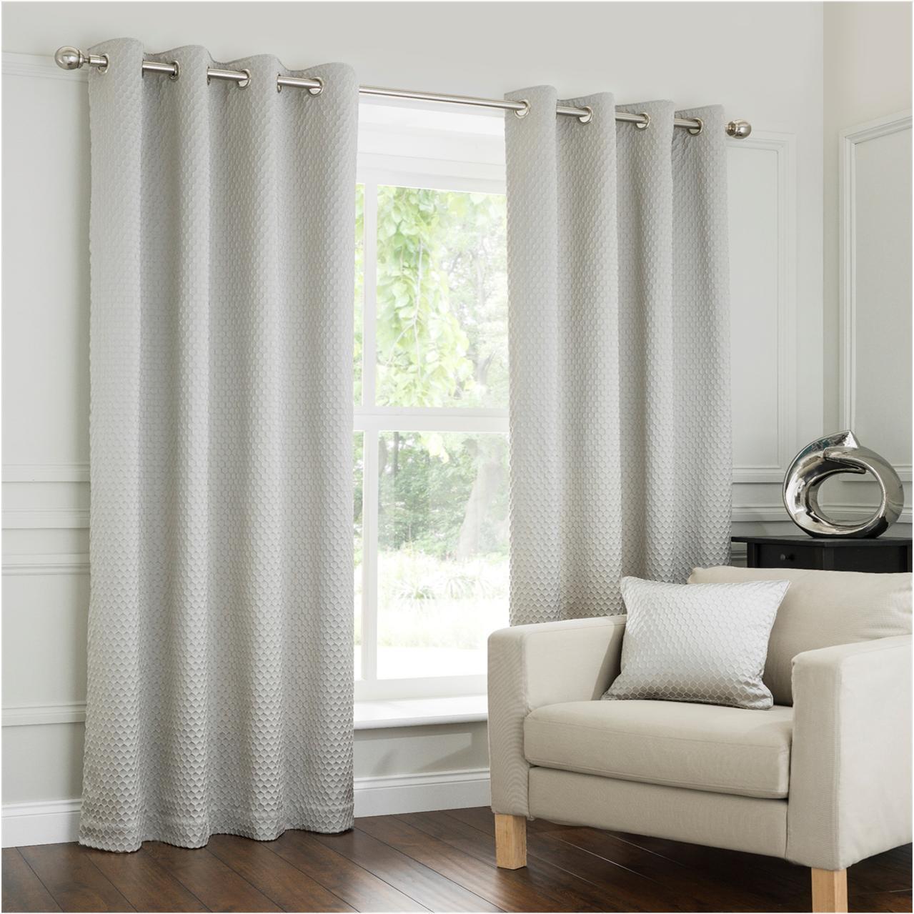Une paire de Interiors Jacquard Honey Comb Design Ojen rideaux oeillet, rideaux Ojen doublés 30b0cf