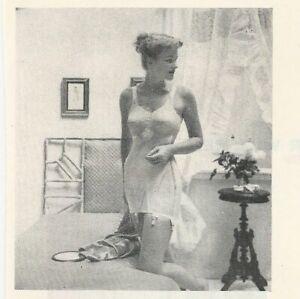 1949-WARNERS-Le-Gant-Corselette-Bra-Girdle-Sexy-Woman-Vintage-LINGERIE-Print-Ad
