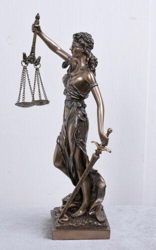 Göttin der Gerechtigkeit Justitia mit Schwert und Waage Skulptur Veronese Temide