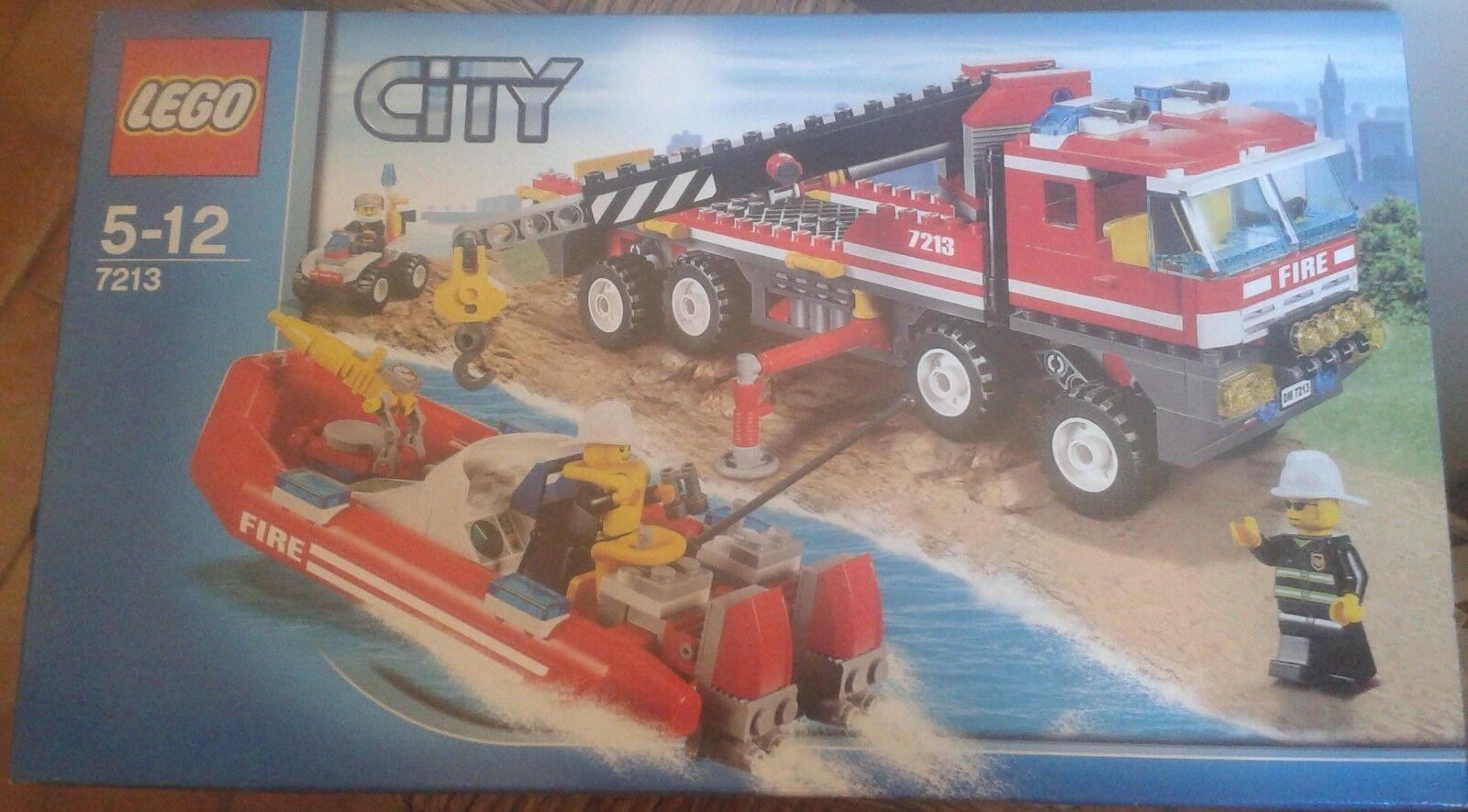 LEGO CITY 7213-CAMION POMPIER AVEC BATEAU-5 12 ANS-NEUF SCELLE
