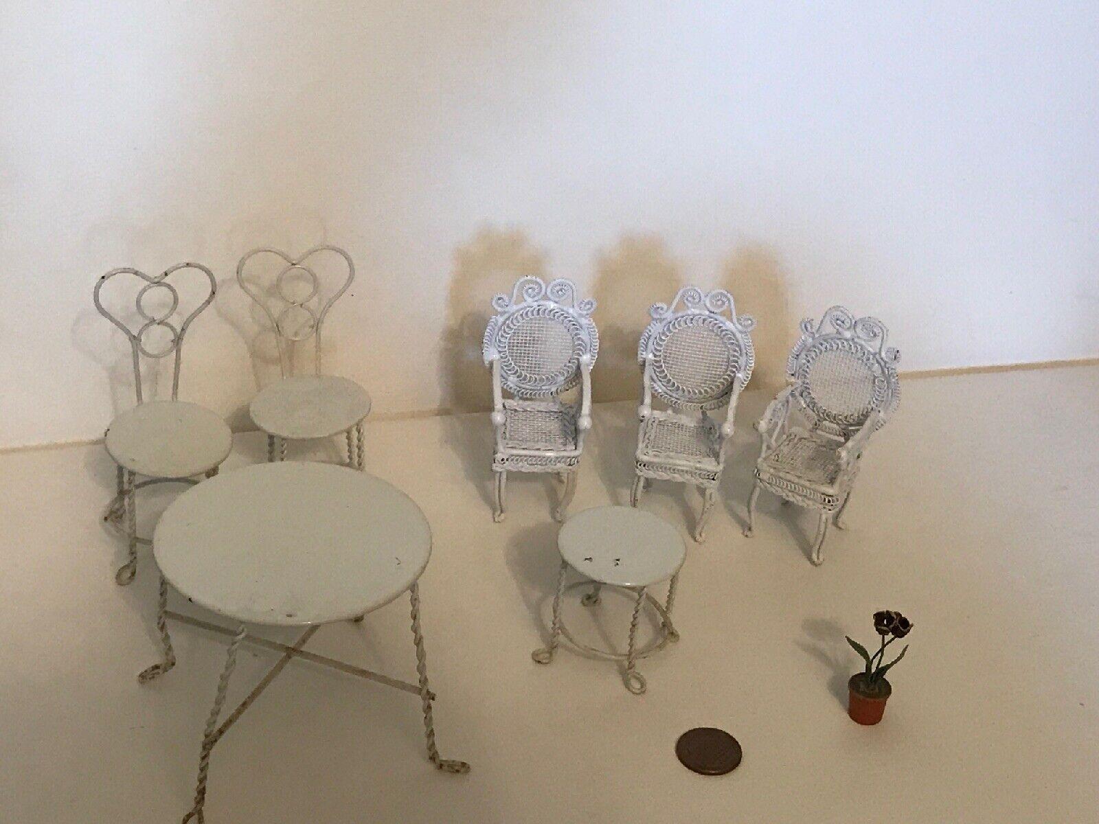 Vintage  Dollhouse  Furniture 8p patio set. With Flower Pot