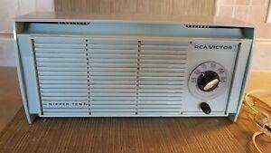 Rare-Retro-Electric-RCA-Victor-Nipper-Ten-Baby-Blue-Radio-Plastic-1950-039-s