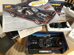 Hotwheels Batmobile Classic 1966 Signature Edition Signée Adam West, Burt Ward