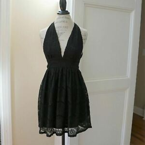 Boutique-She-Sky-Lace-Deep-Plunge-Neckline-Dress-in-Black-Halter-Top