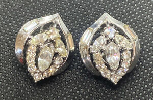 VINTAGE-CROWN-TRIFARI-SILVER-TONE-RHINESTONE-CLIP-EARRINGS-DESIGN-PAT-PEND