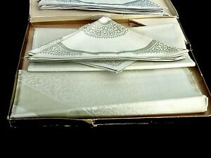 OUTSTANDING-RETRO-UNUSED-DAMASK-TABLECLOTH-W-NAPKINS-BOXED-C-1960-039-S