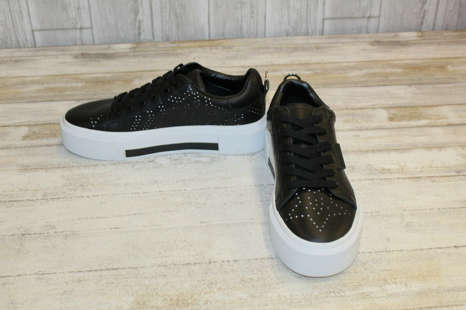 KENDALL + KYLIE Tyler 7 Leather Platform Sneakers, Women's Sizer 8.5M, Black NEW