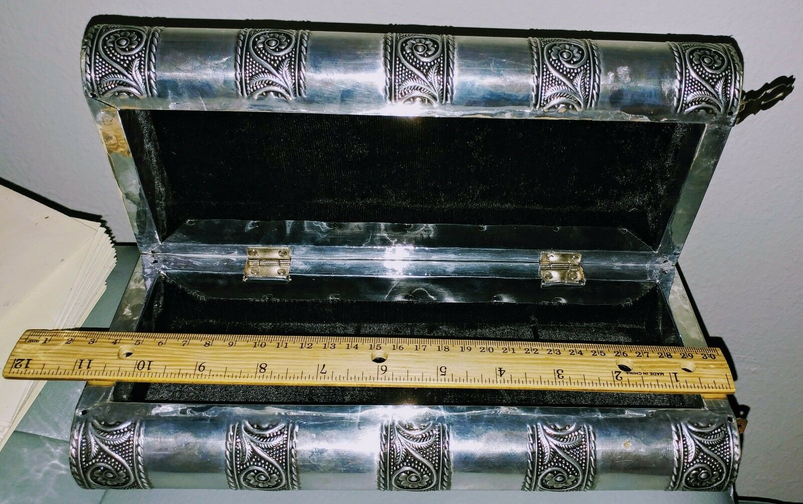 BNIB Extra Large Embossed Indian Style Silver Metal Locking Jewellery Box