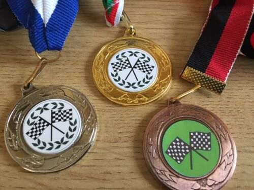 40 mm Centres /& rubans Argent /& Bronze-Gravure Gratuite Or 3 XMotor Racing médailles