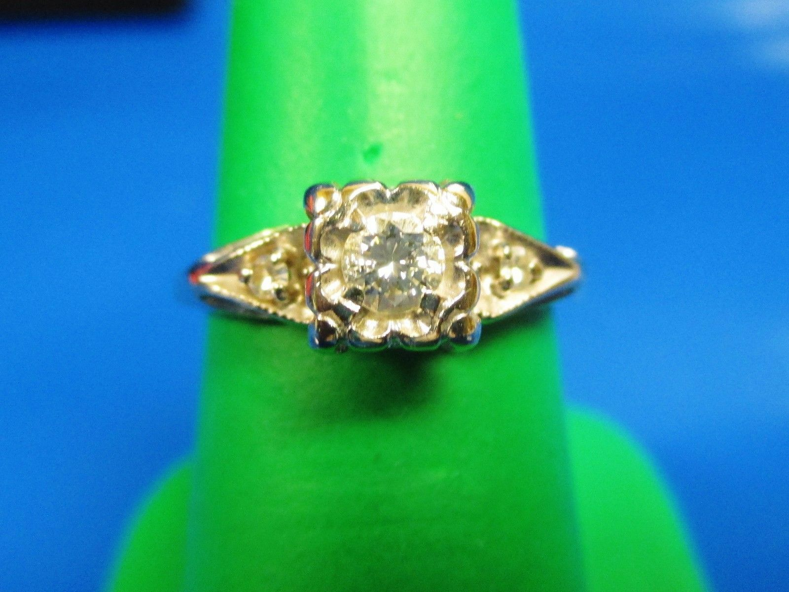 GORGEOUS VINTAGE 14K gold 3 ROUND DIAMOND ENGAGEMENT Ring 0.23 tcw sIze 6.5