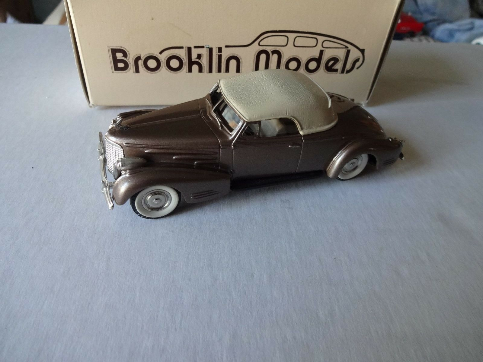 Brooklin 1 43 scale scale scale  1940 cadillac V16 mint boxed 707102