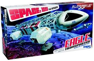 Space-1999-Eagle-Transporter-1-Model-Kit-22-INCHES-Gerry-Anderson-MPC825-06