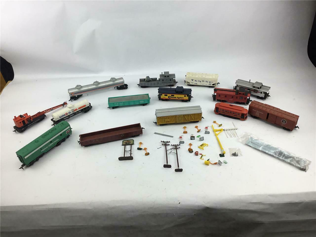 Lot Of 14 Assorted Train Cars Bachmann Tyco Revell