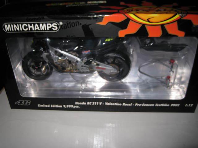 nueva marca MINICHAMPS 1 12 HONDA RC211V VALENTINO VALENTINO VALENTINO ROSSI PRE SEASON  TEST BIKE 2002  MOTO GP  perfecto