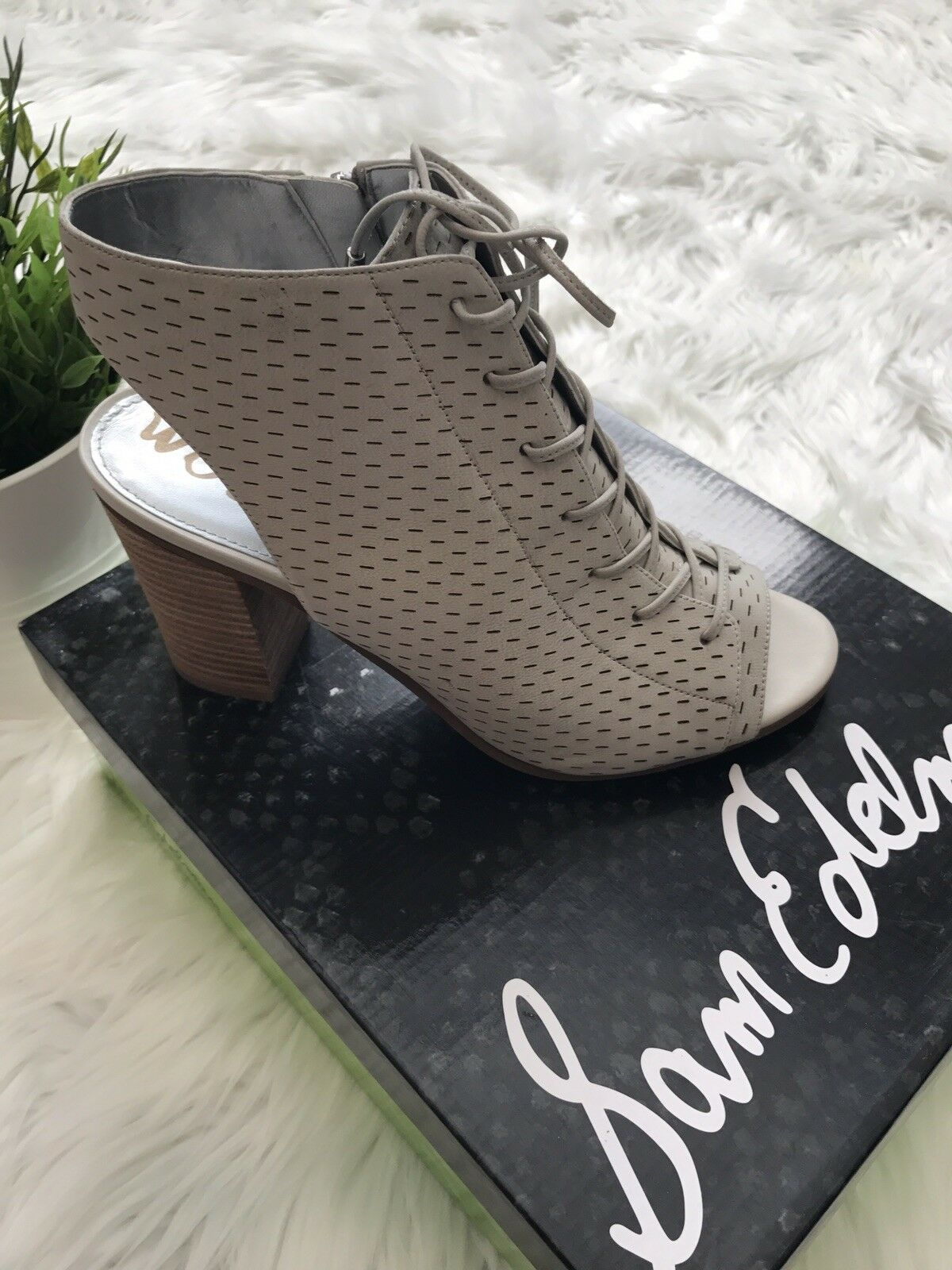 Sam Edelman Ennette Perforated Lace Up Bootie Size 9 Cream color