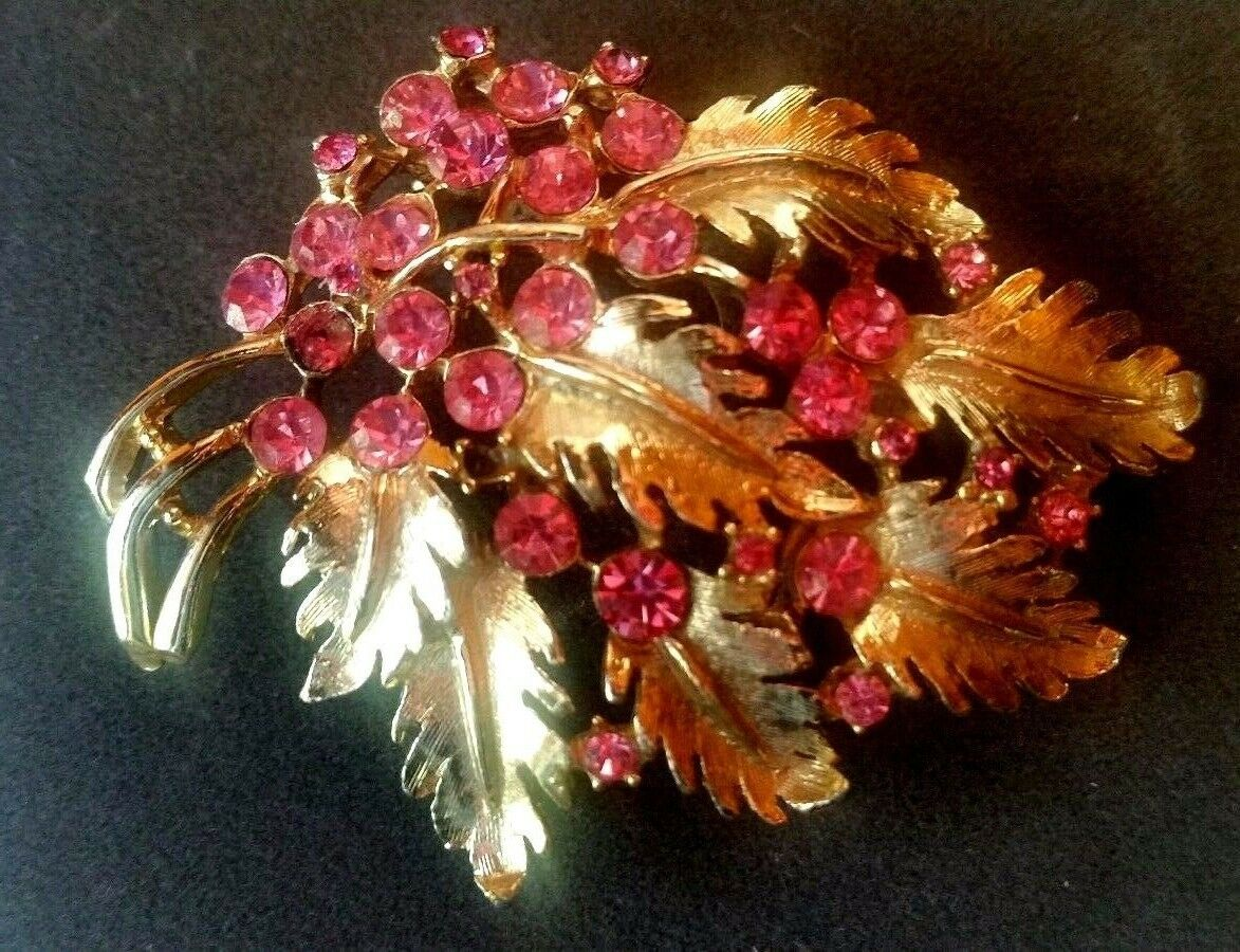 Cabachon Center Daisy Signed 50s Vintage WEISS Flower Brooch Prong Set Yellow Rhinestones Unusual Leaf Colors