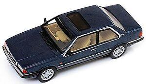Volvo-780-Bertone-1977-blu-blu-metallizzato-1-43