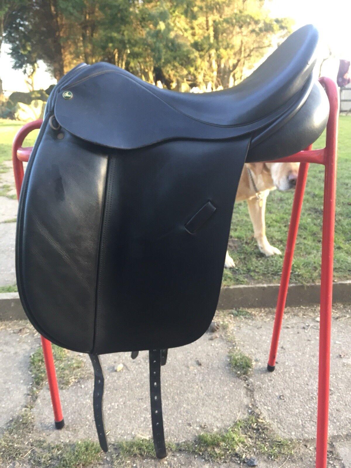 Ideal jessica dressage saddle 17.5 inch MW
