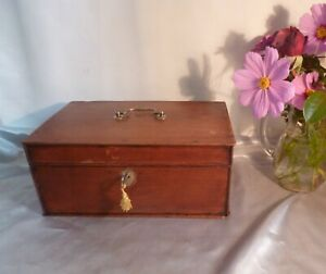 Stunning-Antique-19th-Century-Oak-Box-with-Handle-and-Lock-and-Key
