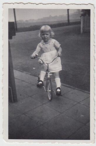 (F21664) Orig. Foto kleines Mädchen auf Dreirad 1937