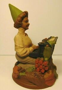 RETIRED-OLD-VINTAGE-1990-TOM-CLARK-GNOME-FRIDAY-WOMAN-TYPEWRITER-STATUE-FIGURE