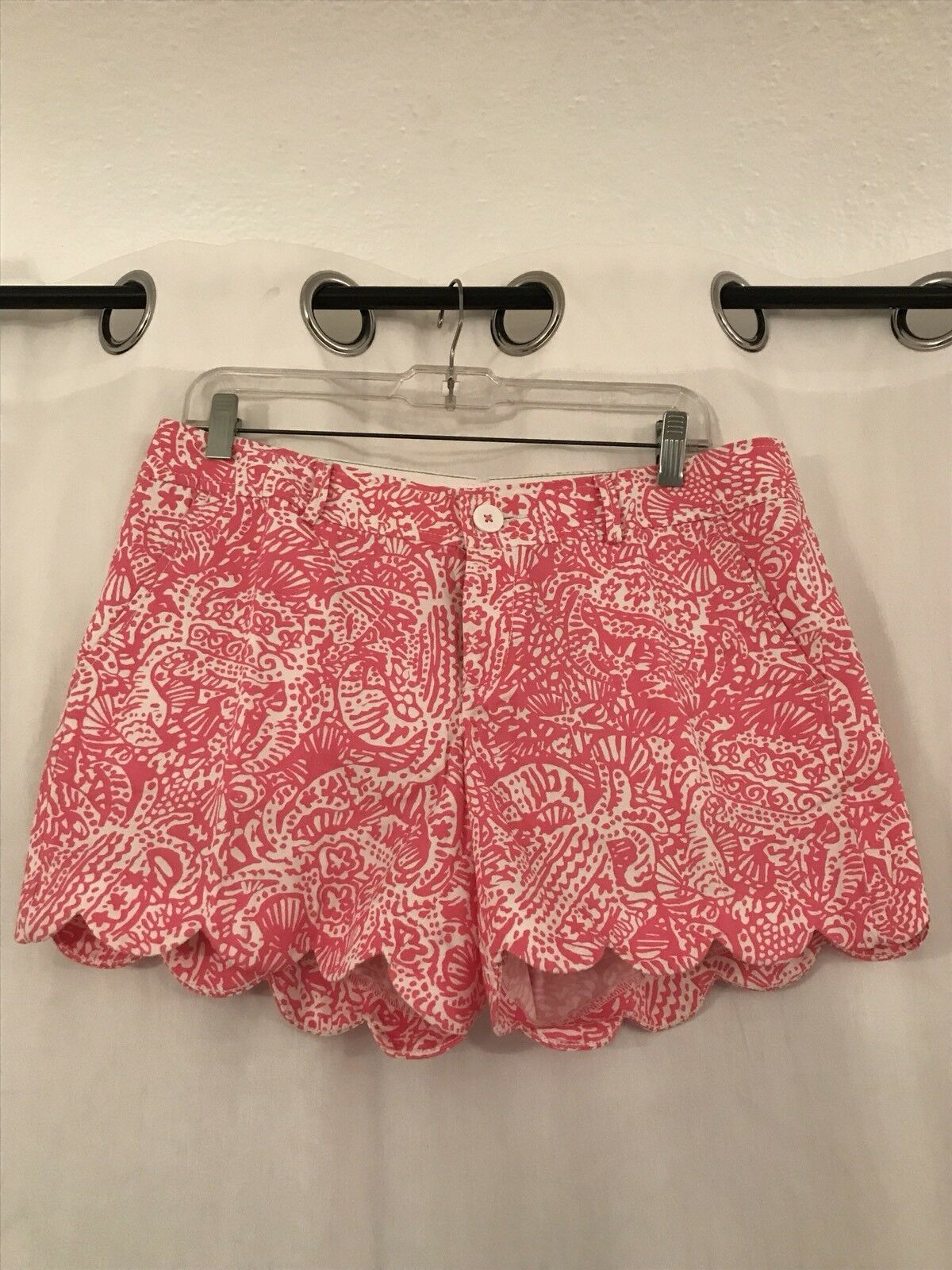 Lilly Pulizter, Buttercup Shorts, Size 8 in classic Pink and White pattern
