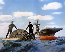 NAVY DIVERS ASSIST WITH RECOVERY OF GEMINI 6A - 8X10 NASA PHOTO (AA-661)