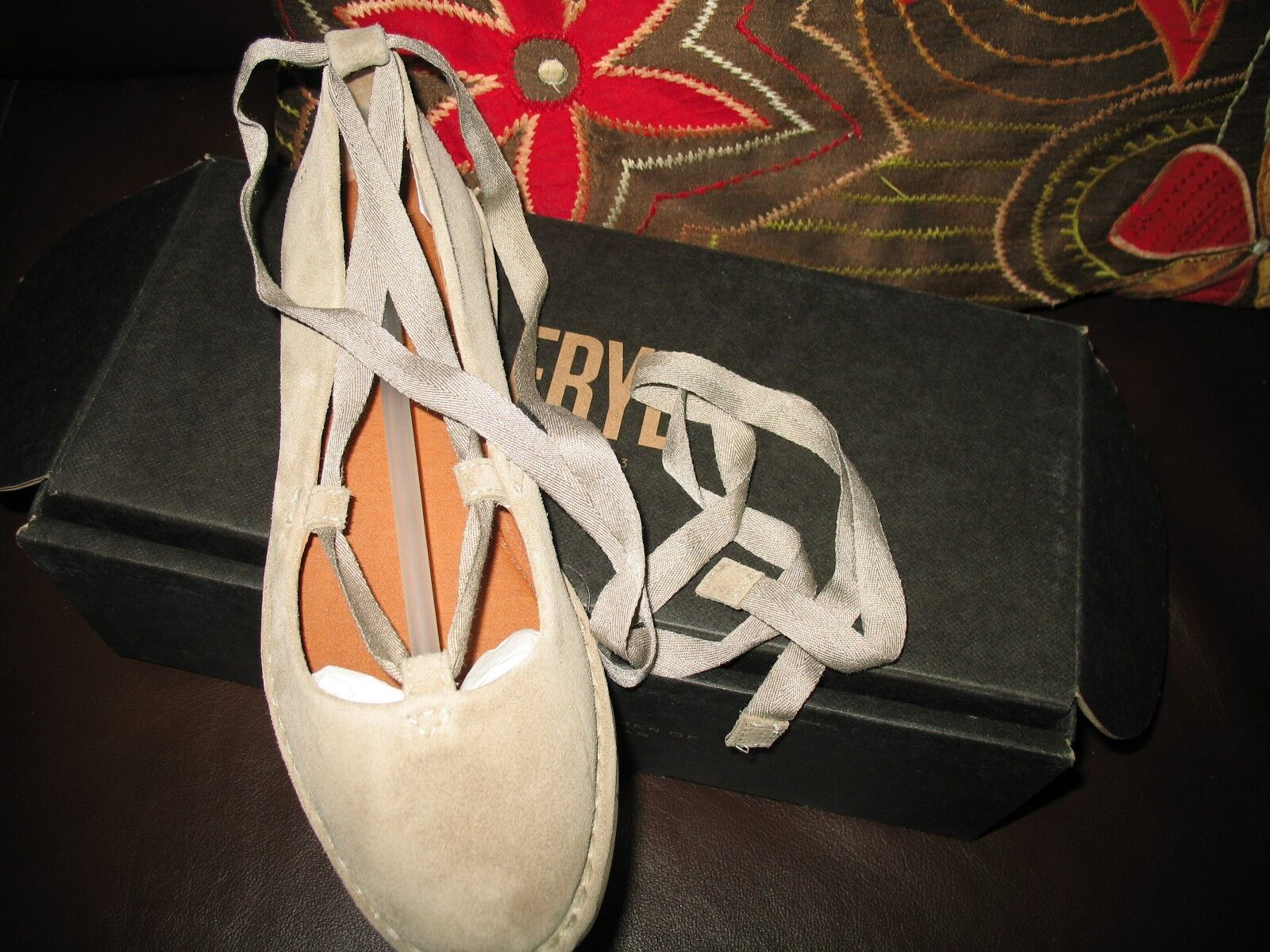 NEW in BOX  FRYE  Helena Ankle Tie Flat Size   ASH  Size Flat 5.5M 4a8614