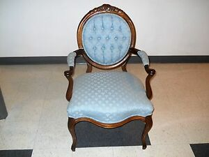 Outstanding-Walnut-Victorian-Parlor-Armchair-Carved-Grapes-Leaves-Crest
