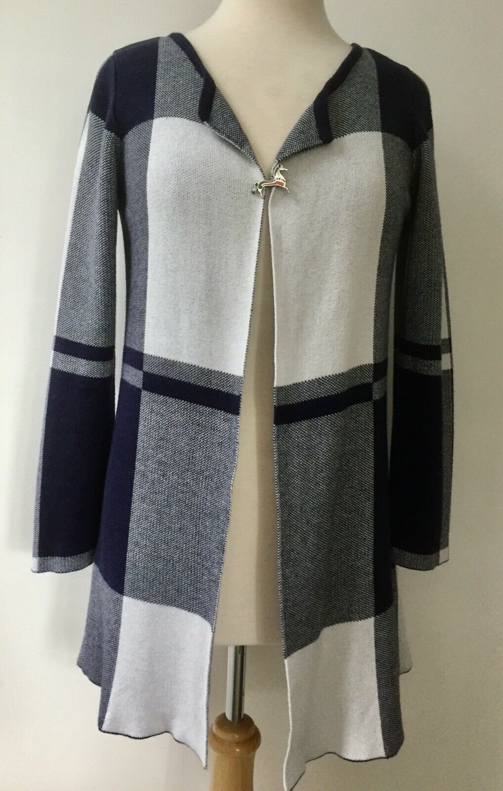 Ladies Size 10 knitted Coat By British Design, Bellfield. Brooch not included