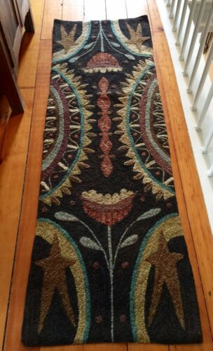 "PRIMITIVE HOOKED RUG PATTERN ON LINEN  /""STONE HOUSE RUNNER/"""