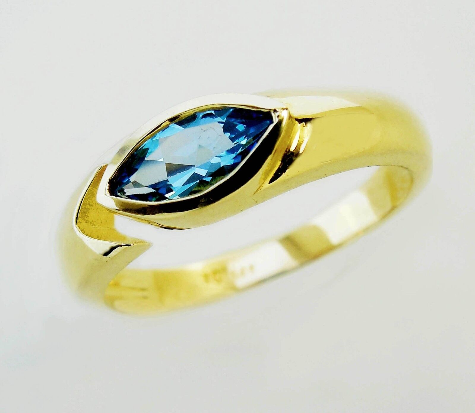 14KT YELLOW gold CHARMING LADIES blueE TOPAZ RING  27047R