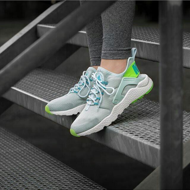 Nike Femme  chaussures  Nike Air Huarache Ultra Chaussures Trainers 819151-301