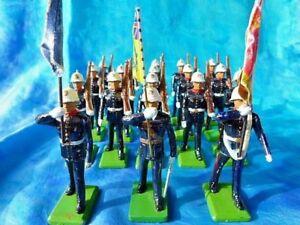 BRITAINS-Defile-de-18-soldats-anglais-fusils-sur-l-039-epaule-et-drapeaux
