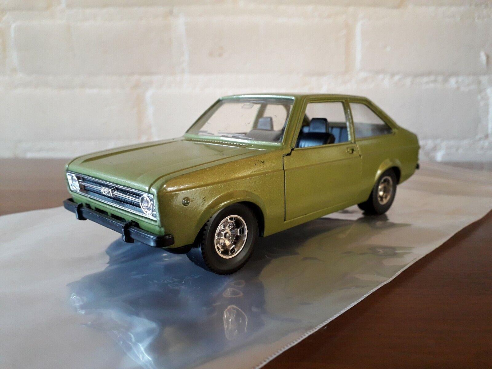 Bburago 1 24 No 0146 Ford Escort 1100L MK2 1975-1980 , verde metallic ´Rare´