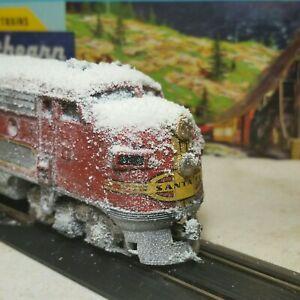 Athearn-HO-weathered-Santa-Fe-F7-A-locomotive-train-engine-snow
