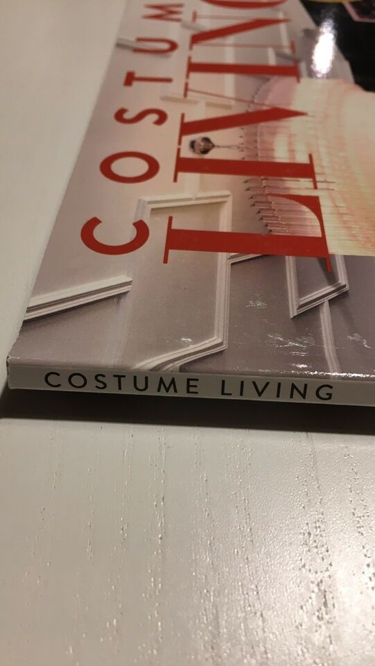 Costume Living, Magasin