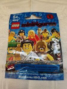 Lego-Minifigure-Series-2-8684-Sealed-Ringmaster-Circus-Master-Brand-New-Unopened