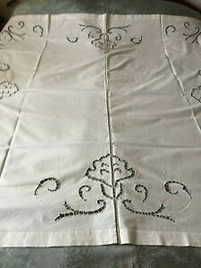 Beautiful-Vintage-Tablecloth