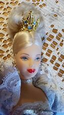 Muñeca Barbie Princesa del tribunal danés 2002 DOTW Mackie enfrentan grandes rojos labios bastante