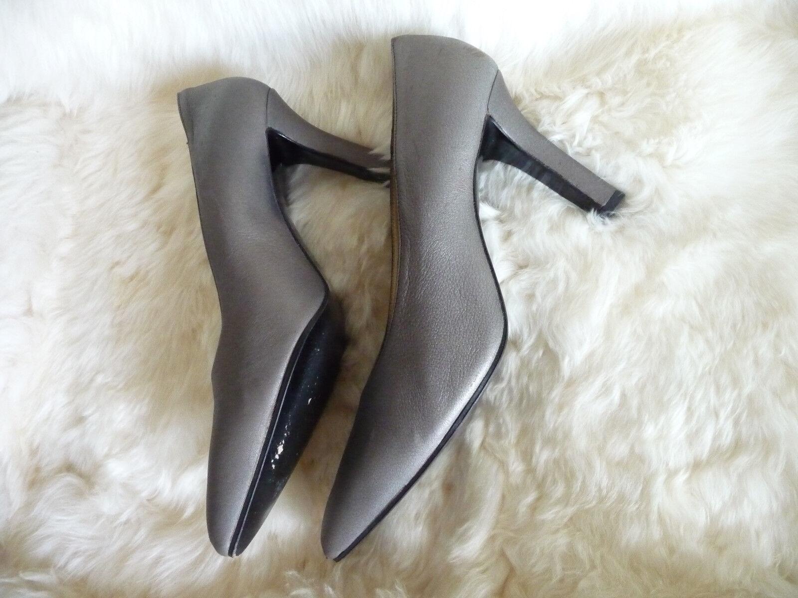 Yves Saint Laurent Silver / Gray Leder Pointed Toe Pumps