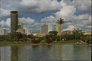 KENIA-Postkarte-Kenya-Postcard-NAIROBI-1985-Uhuru-Park-View-color-AK-frankiert